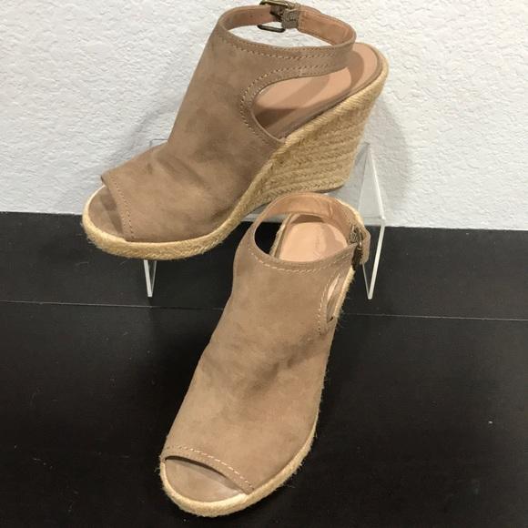 ef5b4911d625 Universal Thread Espadrille Wedge Sandals size 9. M 5bbb2c4d6197451904d05b2b
